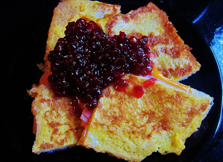 monte cristo with red currant relish